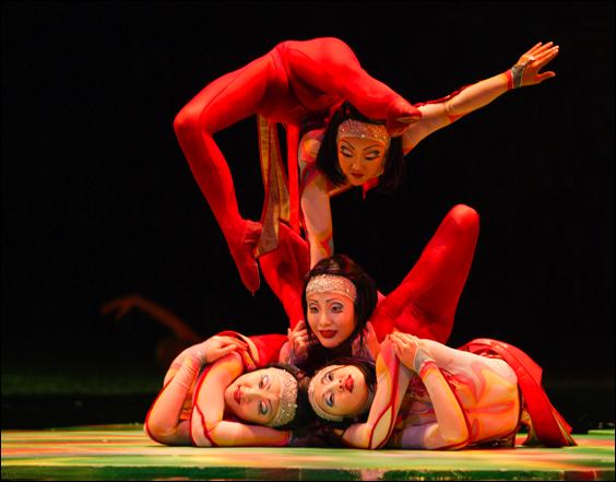 cirque o contortionists (cirque du soleil)