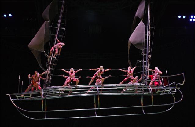 cirque o flying barge (cirque du soleil)