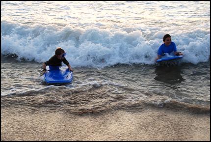 hawaii kids in waves
