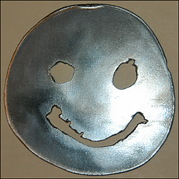 Great metal sculpture: Dave's smiley!
