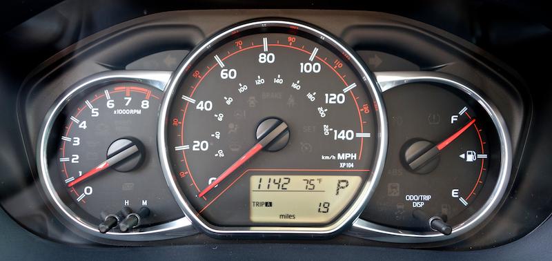 2015 toyota yaris control dials dashboard