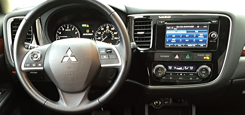 2015 mitsubishi outlander dashboard