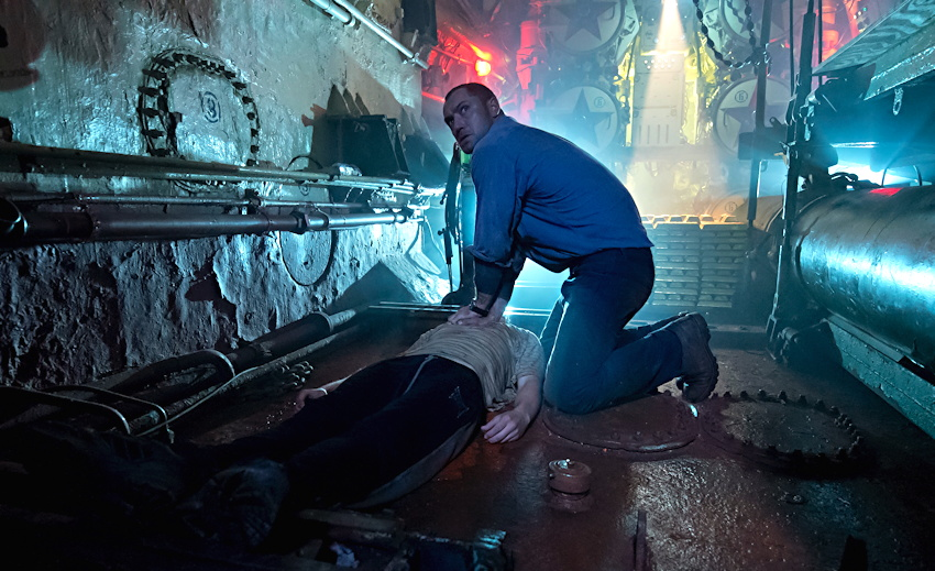 "Robinson (Jude Law) finds a body in the sub, from ""Black Sea"""