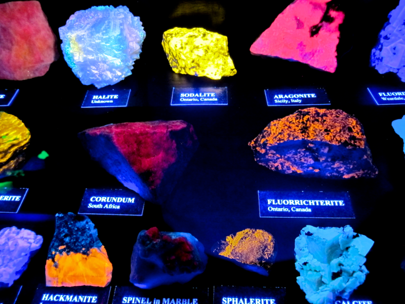 florescent rocks and gems minerals