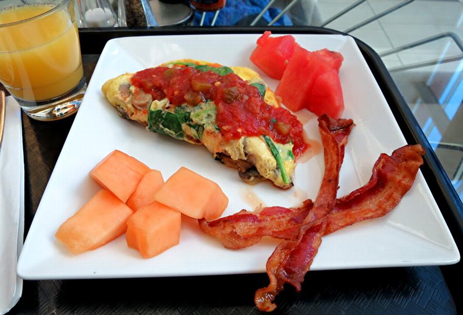 breakfast omelette, fruit and bacon