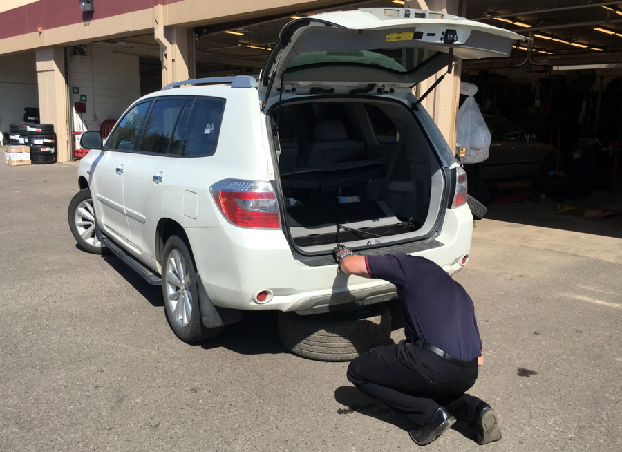 discount tire - pulling off spare tire from toyota highlander