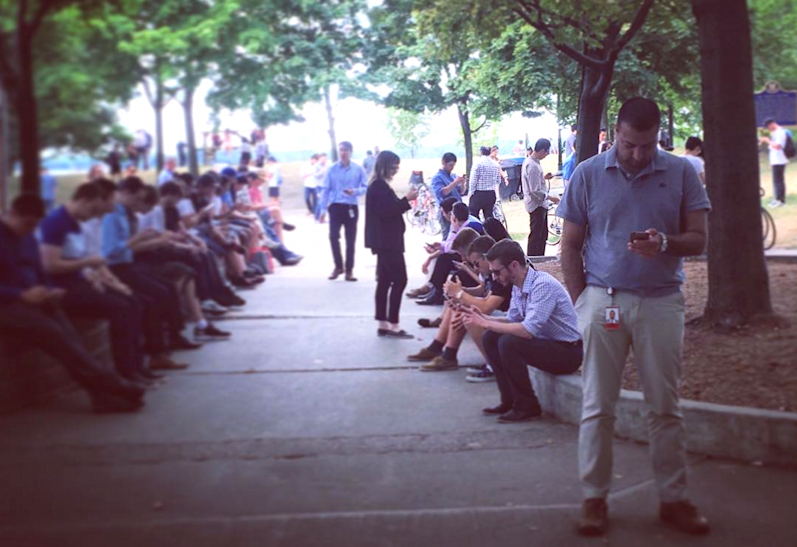 people playing pokemon go, toronto canada (photo credit @cassadeltesoro on Instagram)