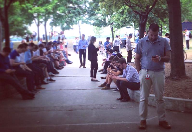 people playing pokemon go, toronto canada (photo credit @cassadeltesoro on Instagram)