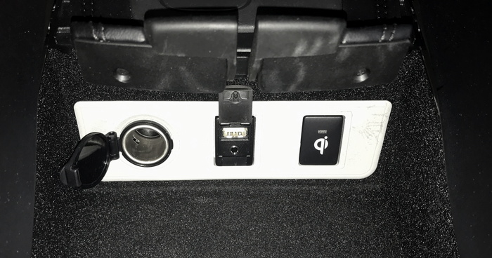 2017 toyota avalon hybrid power controls usb