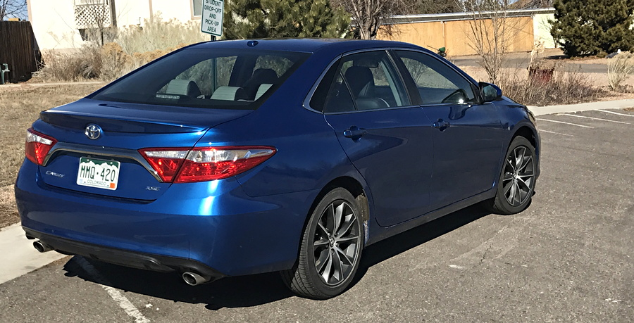 2017 toyota camry xse rear exterior view