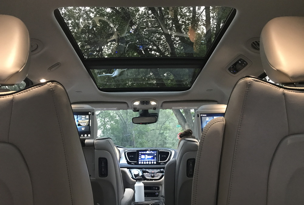 2017 chrysler pacifica hybrid - sunroof
