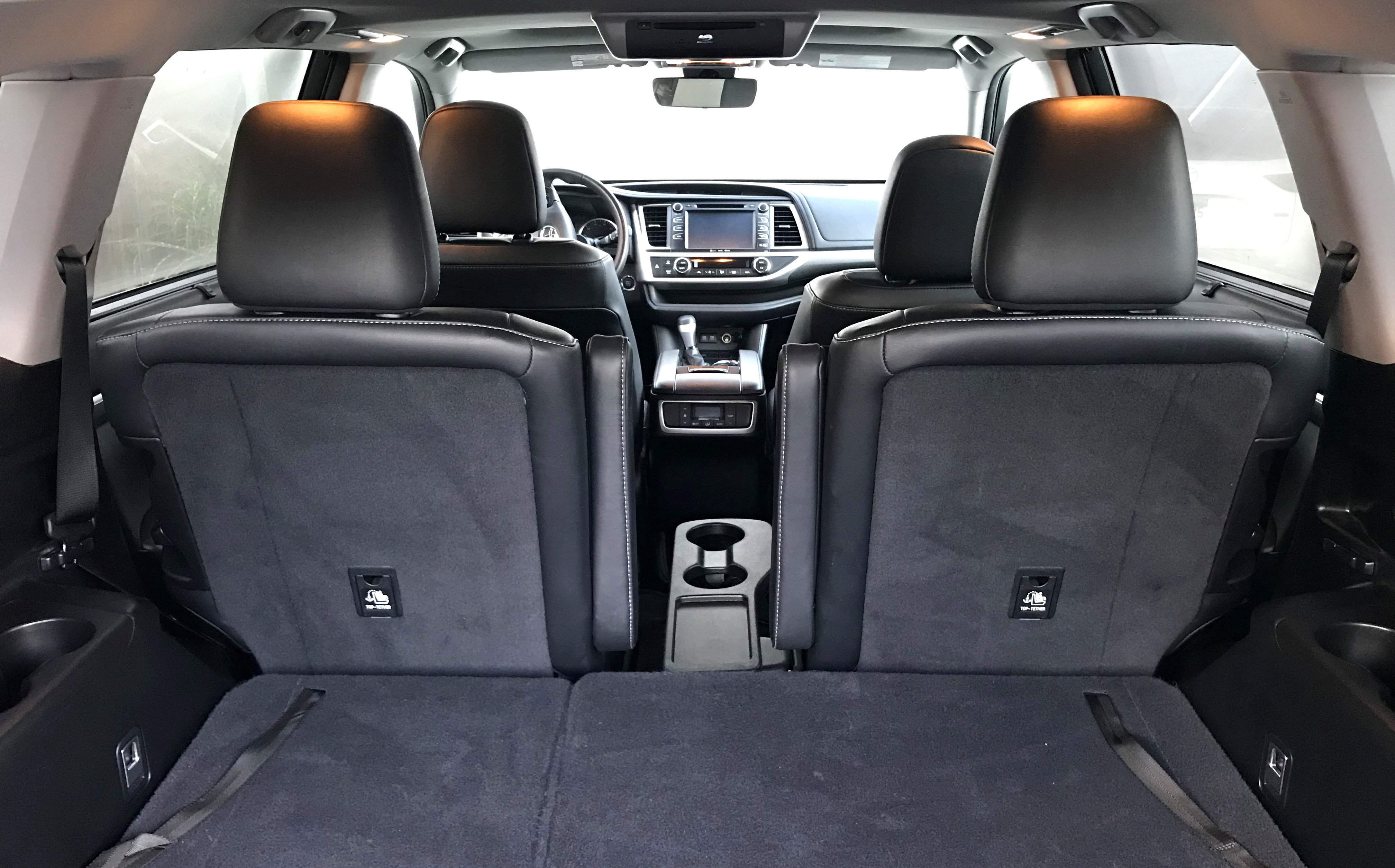 2017 toyota highlander se - view from rear