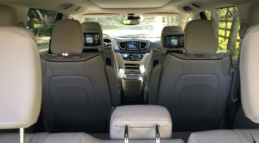 2018 chrysler pacifica hybrid interior