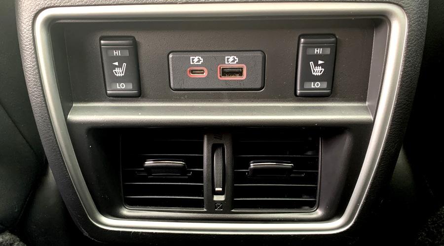 2019 nissan murano - back console plugs