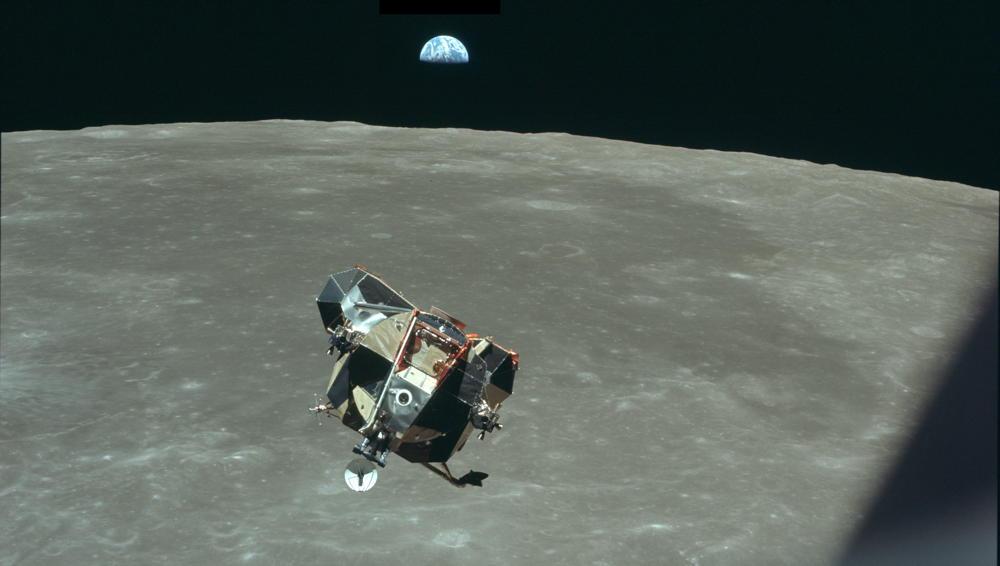 Apollo 11 - lm orbiting moon