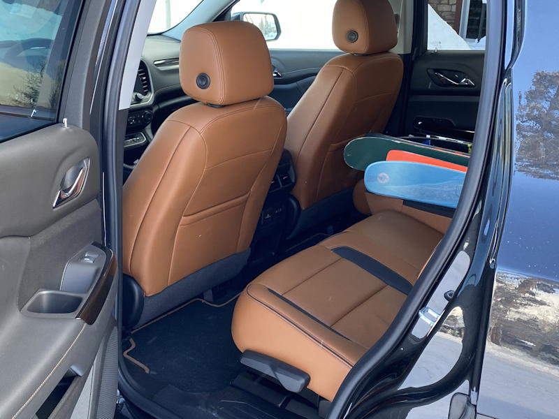 2020 gmc acadia awd rear leg room