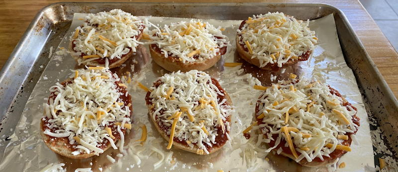einsteins pizza bagel kit - bagels with cheese