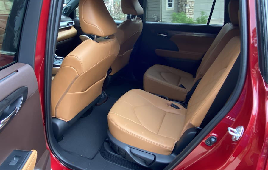 2020 toyota highlander hybrid ltd - rear seat space