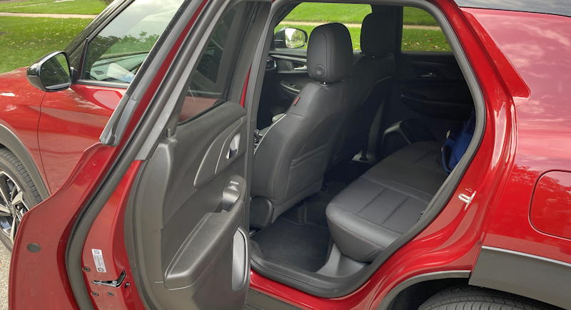2021 chevrolet chevy blazer awd rear legroom