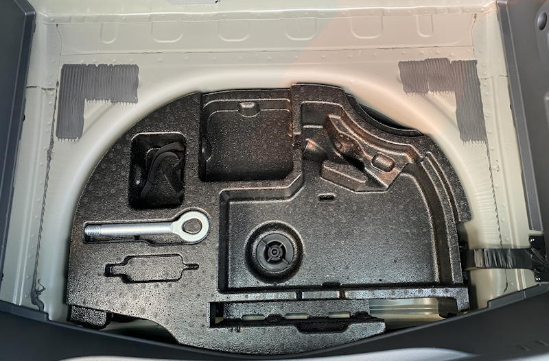 2020 chevy bolt ev premium - cable storage area