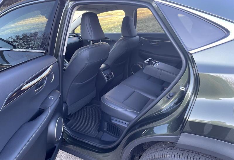 2021 lexus nx 300h luxury - rear legroom