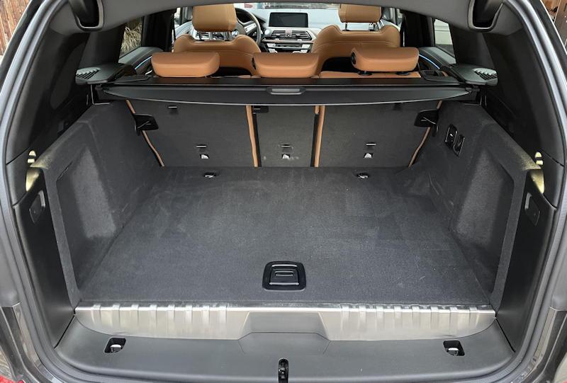 2020 BMW x3 xDrive30e - trunk back cargo space area