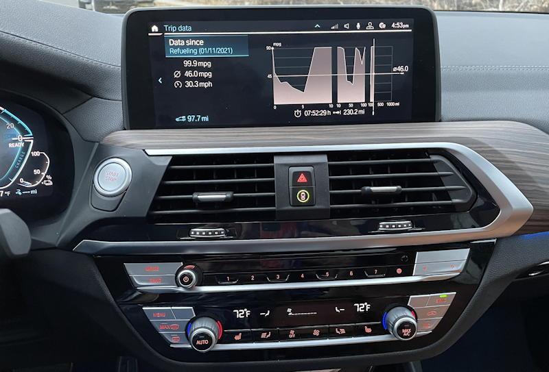 2020 BMW x3 xDrive30e - interior center console