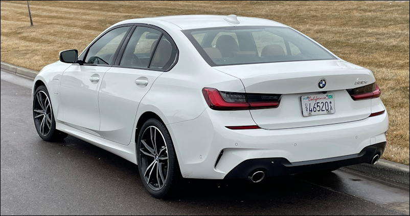 2021 bmw 330e rear view
