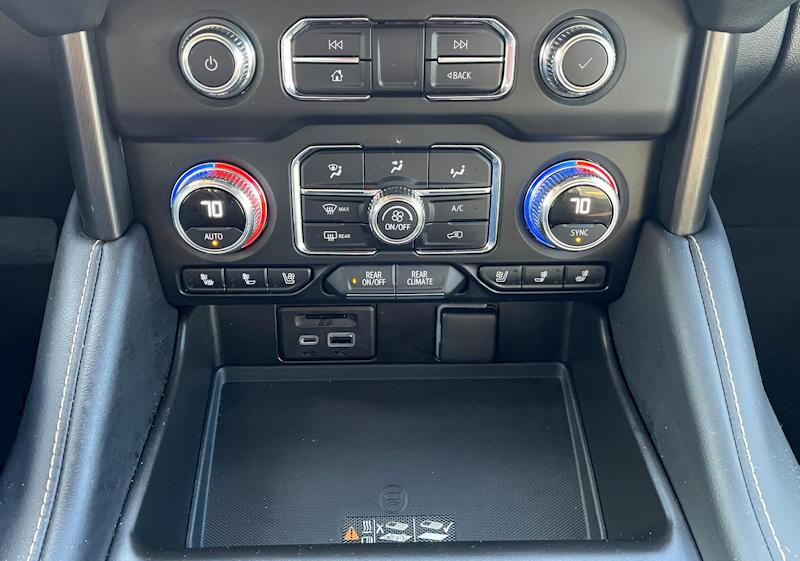 2021 GMC Yukon 4WD AT4 interior controls ac/charging