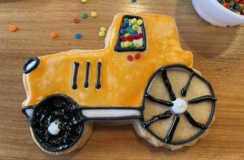 color my cookie - orange tractor with sprinkle windows