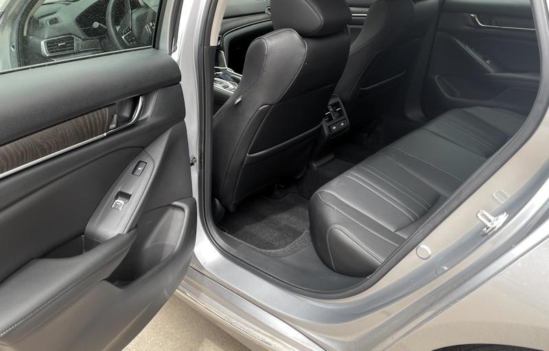 2021 honda accord hybrid trg - rear seat legroom