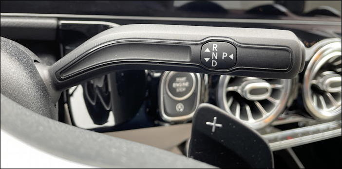 2021 mercedes-benz gla250 - gear shift