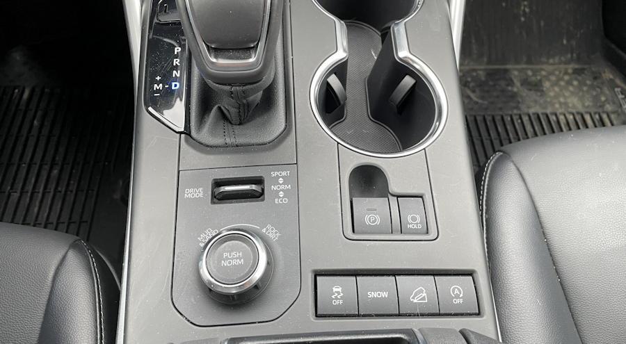 2021 toyota highlander xse - center console