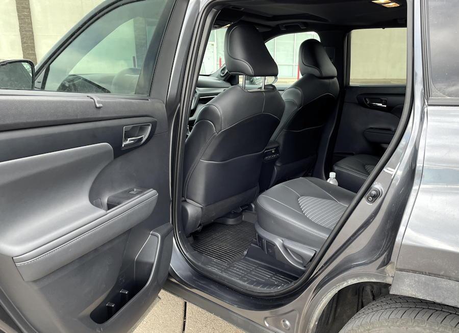 2021 toyota highlander xse - rear legroom seats