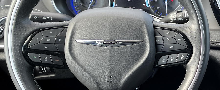 2021 Chrysler Pacifica Limited AWD - steering wheel