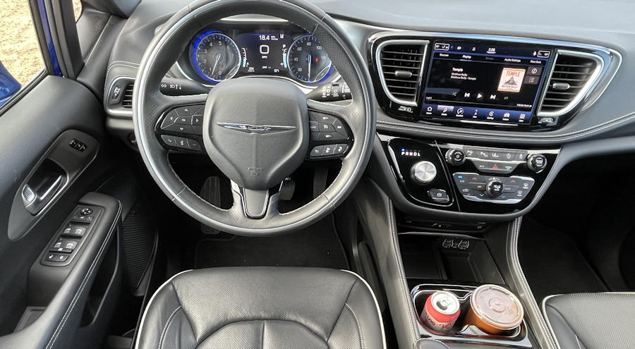 2021 Chrysler Pacifica Limited AWD - front dashboard layout