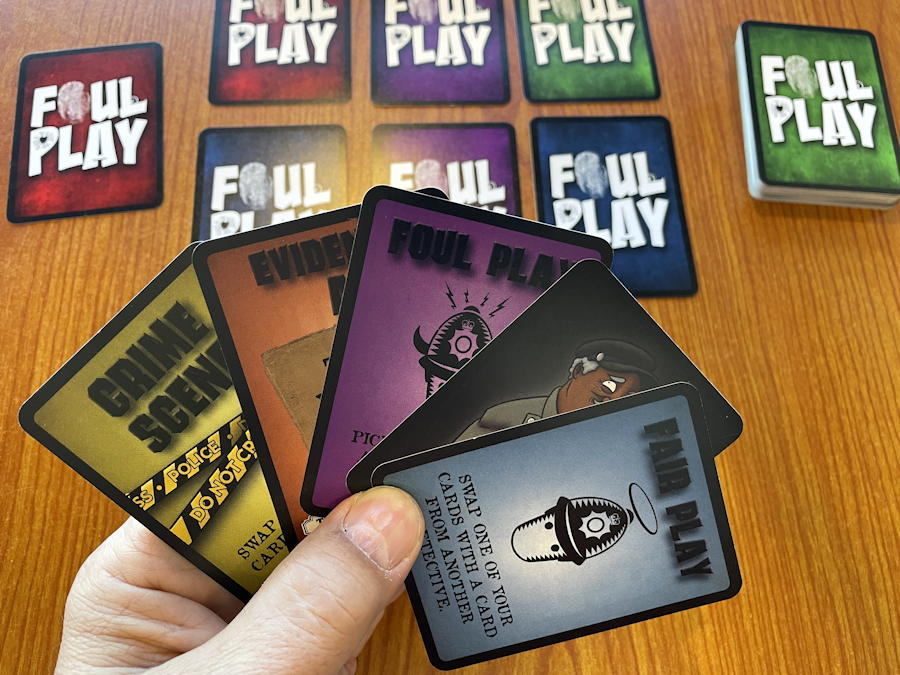 foul play mystery card game - starting hand