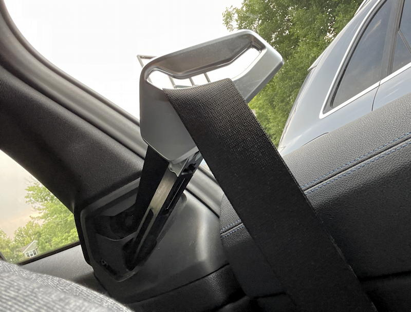2021 bmw 430i xdrive coupe - seat belt extender arm