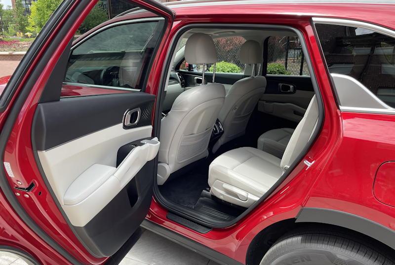 2021 kia sorento hybrid ex - rear leg room